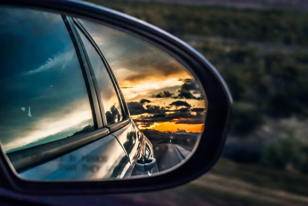 rear-view-mirror-view-min