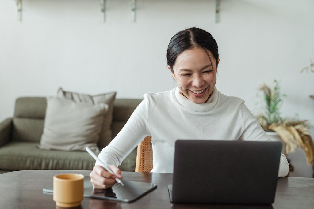 asian-woman-doing-remote-work