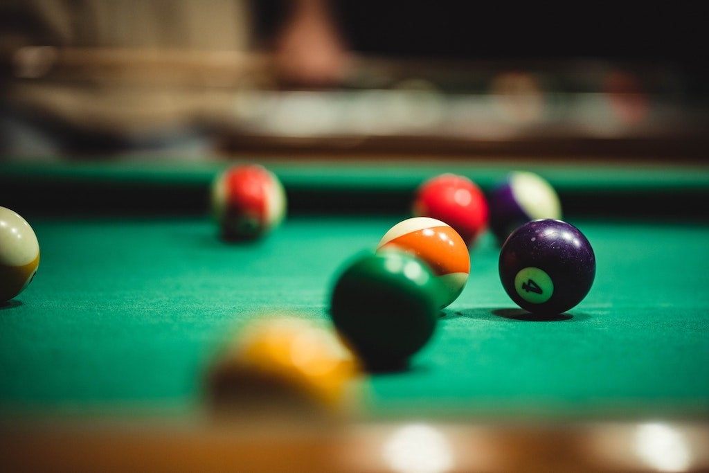 billiard-table-with-number-4-ball-showing